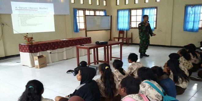 Satgas 431 Kostrad Sosialisasi Kenakalan Remaja Dan Bahaya Narkoba Di SMP 1 Arso