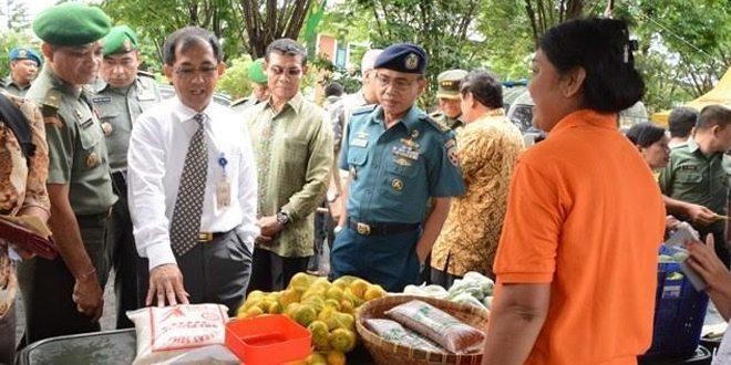 Bantu Masyarakat Kodam IX/Udayana Gelar Pasar Murah