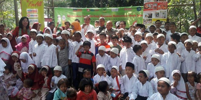 Danramil 01/Tgr Mendampingi Mensos RI Sillahturahmi Ke Yayasan Anak Langit