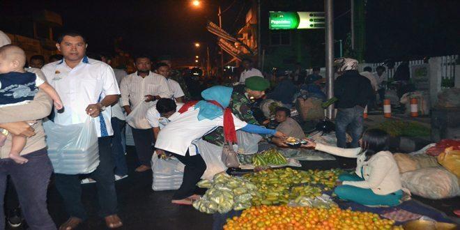 HIPMI Jember bersama Anggota Kodim 0824 Melaksanakan Sahur on The Road