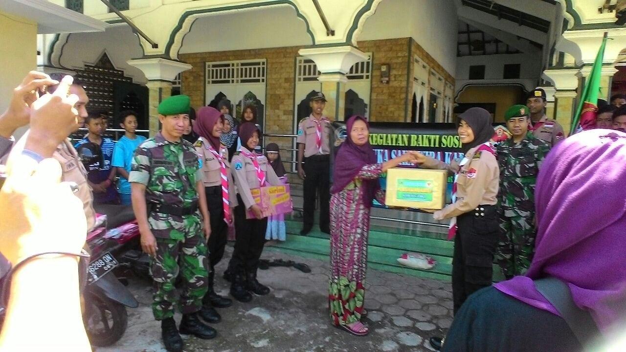 Saka Wira Kartika Kodim 0824 Berbagi Untuk Sesama Di Bulan Suci Ramadhan 1437 H