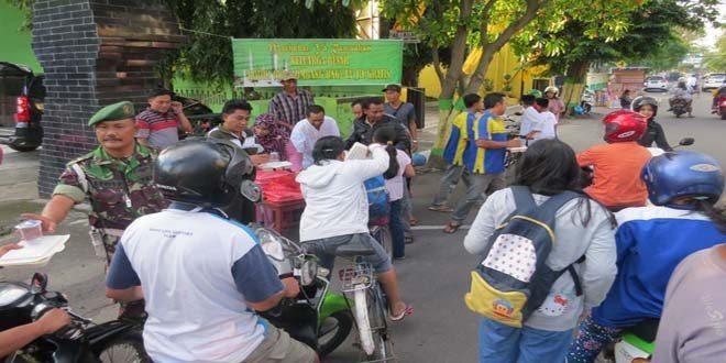 Kodim 0814 Jombang Berbagi Takjil Dan Berbuka Puasa Bersama Anak Yatim