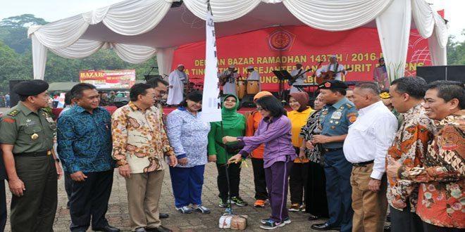 Panglima TNI : Bazar Sebagai Sarana Memberikan Kesejahteraan Prajurit dan PNS TNI