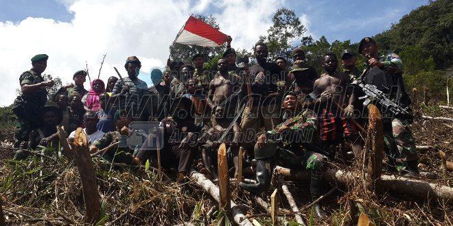 """Satgas Pamrahwan Yonif Raider 509 Kostrad Bentuk Kelompok Tani Binaan """"Kampung Mondu""""di Distrik Yambi Puncak Jaya,"""