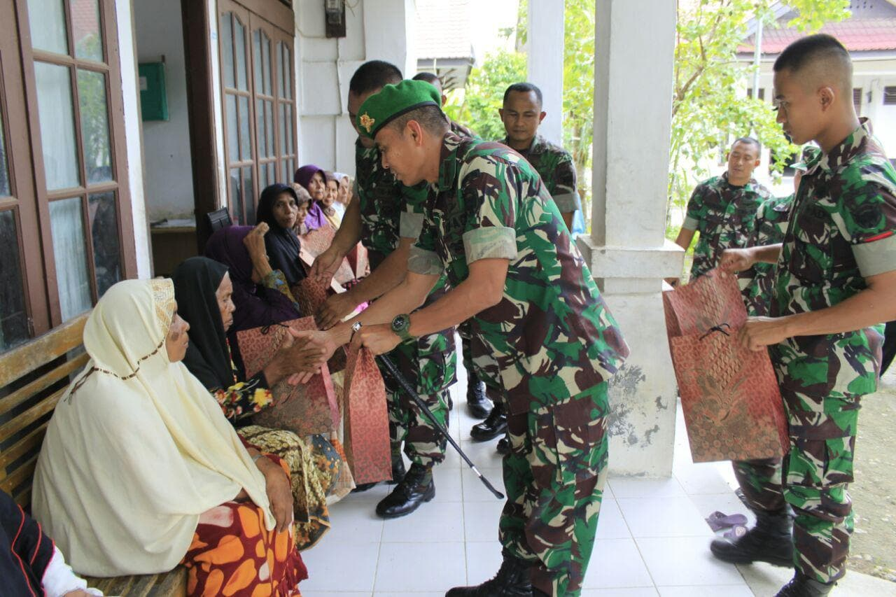 Safari Ramadhan, Danyonif 113/JS Kunjungi Panti Asuhan dan Panti Jumpo