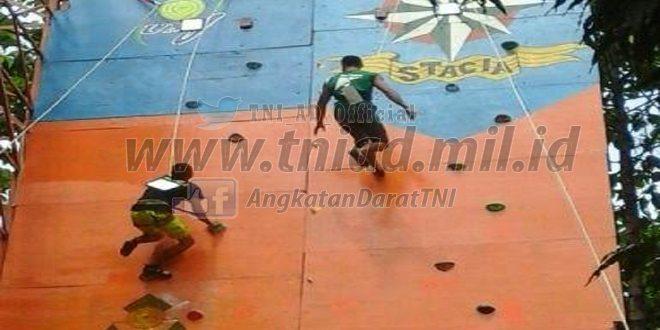 Prajurit Yonif Para Raider 328 Kostrad Ramaikan Lomba Panjat Tebing Stacia Art dan Sport 2016