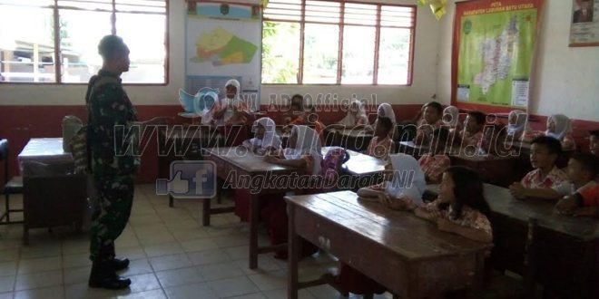 Babinsa Peduli Pendidikan Ajarkan Pendidikan Pancasila