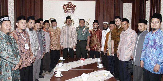 Panglima TNI Terima Panitia Muktamar III Wahdah Islamiyah