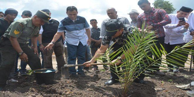 Pangdam IM Tanam Bibit Kurma Thailand Perdana di Aceh Besar
