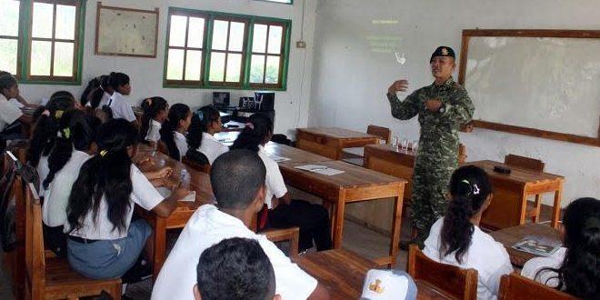 Satgas Pamtas Yonif Raider 321 Kostrad Peduli Pendidikan di Perbatasan