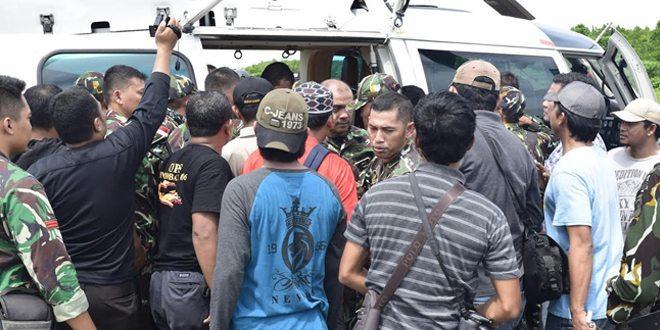 Detik-Detik Proses Evakuasi 2 Korban Kontak Tembak Di Poso