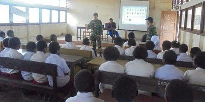 Ratusan Siswa-siswi SMPN 1 Tigi Menerima Wawasan Kebangsaan Dan Bela Negara