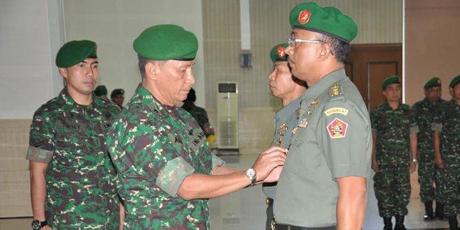 Direktur Umum Kodiklat TNI AD Pimpin Serah Terima Jabatan Kabagren Sdirum Kodiklat TNI AD