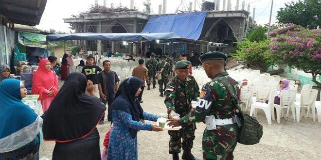 Satgas Yonif Raider 321 Kostrad Buka Puasa Bersama dengan Warga Timor Tengah Utara