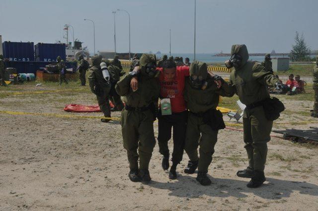 Prajurit TNI dan ATM Latihan Penanggulangan Bencana