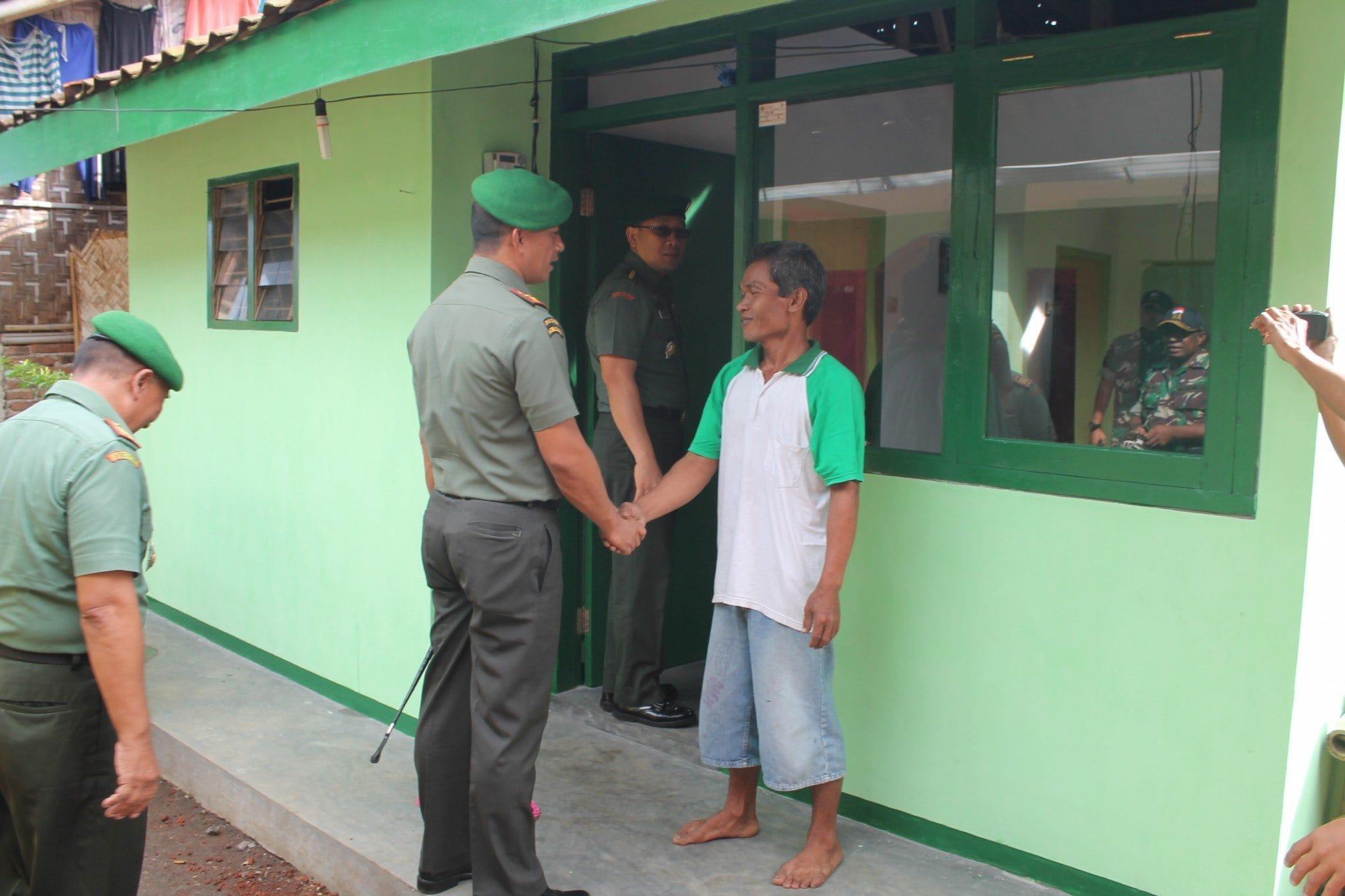 """Terima Kasih """"Pak Koramil dan Bapak TNI"""" Yang telah Merehab Rumah Kami"""