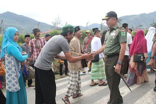 Pangdam XVII/Cenderawasih Pantau Sholat Idul Fitri di Tolikara