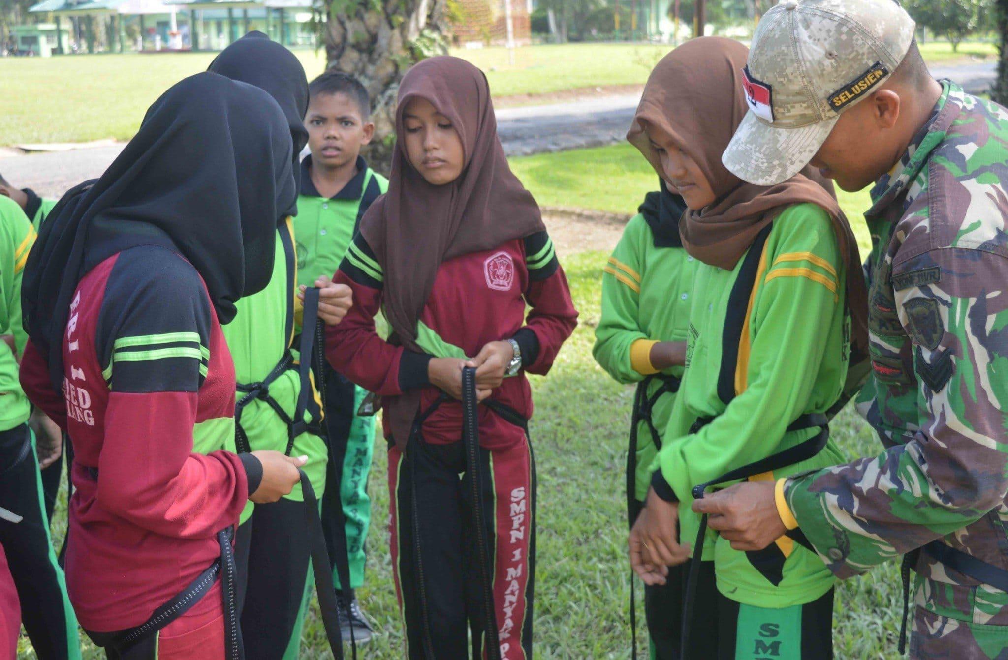 47 Pelajar SMP Kunjungi Mayonif Raider Khusus 111 Karma Bahkti