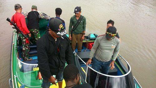 Menjaga Kamtibmas Diwilayahnya, Pos Ramil 04/Akat Mengandeng Polsek Akat Melaksanakan Patroli Gabungan