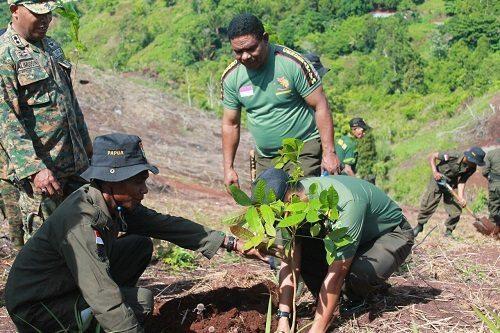 Program Penghijauan Kodim 1701/Jayapura Di Tanah Milik Kodam XVII/Cenderawasih