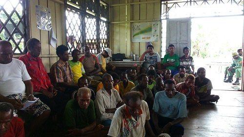 Komsos Babinsa Koramil 1707-08/Agats Dengan Masyarakat Kampung Fakan Distrik Akat Kabupaten Asmat Tentang Perda Larangan Miras