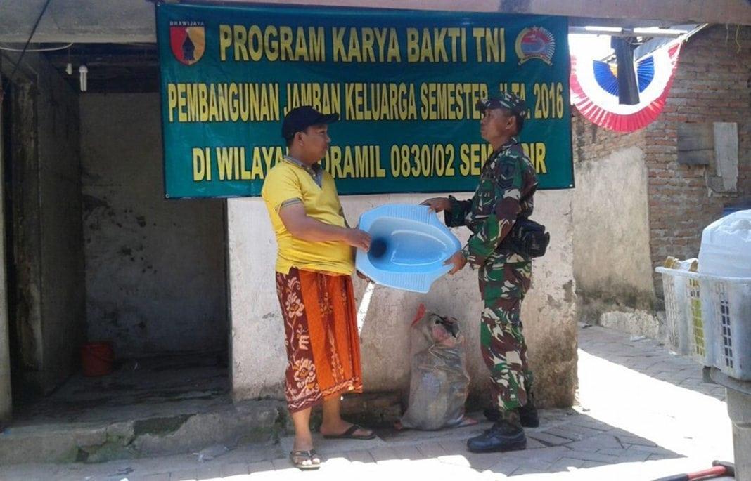 1.-Kodim-0830-Surabaya-Utara-Bangun-Jamban-Gratis-Untuk-Warga-1000×600