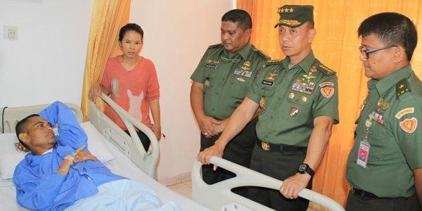 Kasad Dan Ibu Ketua Umum Persit KCK Membesuk Prajurit Dan Keluarga Pasien RSPAD Gatot Subroto