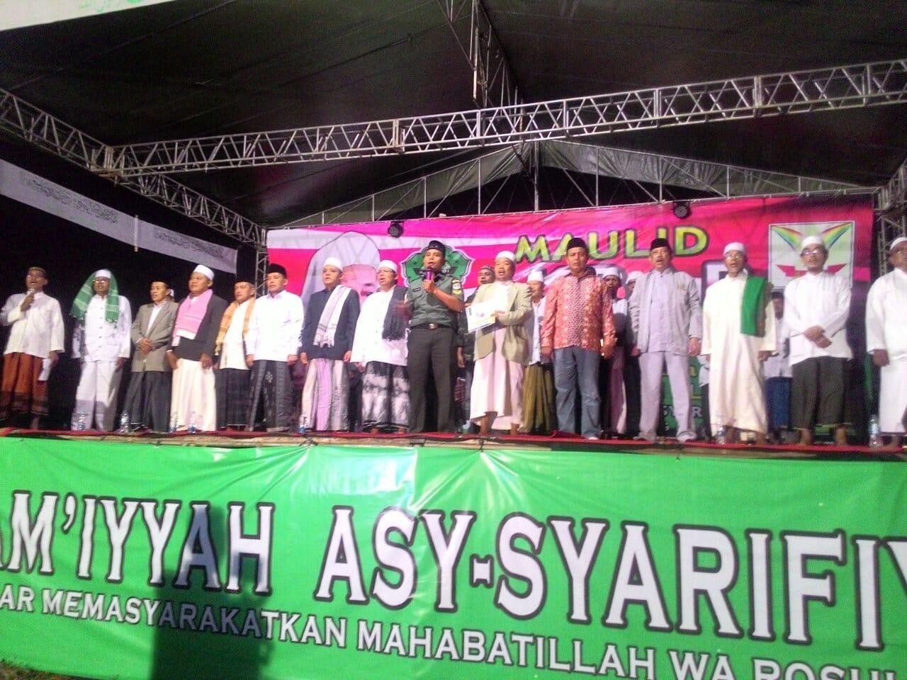 Babinsa Cengkareng Pimpin Menyanyikan Lagu Indonesia Raya Diperingatan Maulid Nabi Muhammad a