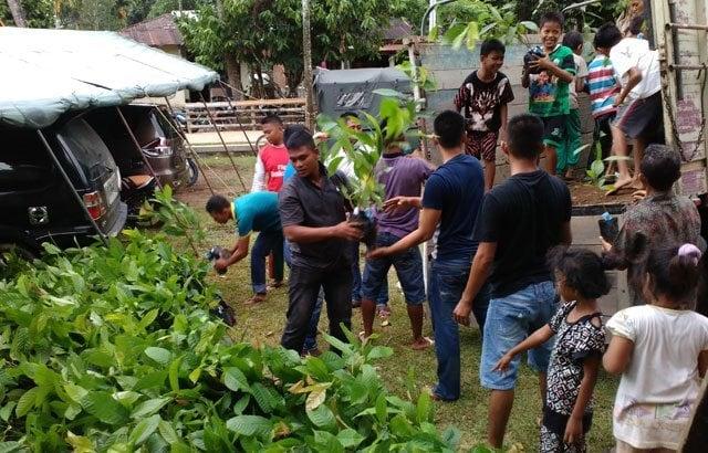 TNI Buka Jalan, Rakyat Buka Lahan