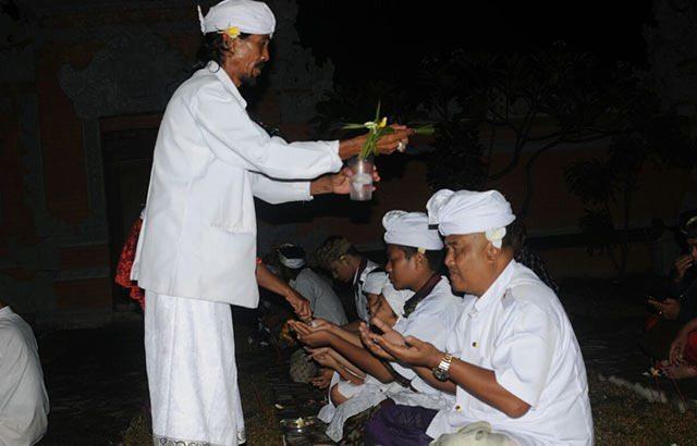 TNI Polri Dan Masyarakat Rayakan Hari Raya Kuningan