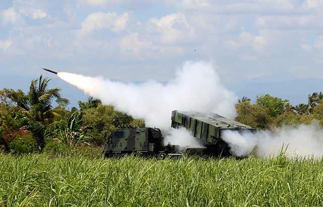 Yon Armed 1/2 Kostrad Uji Coba Penembakan Roket Astros