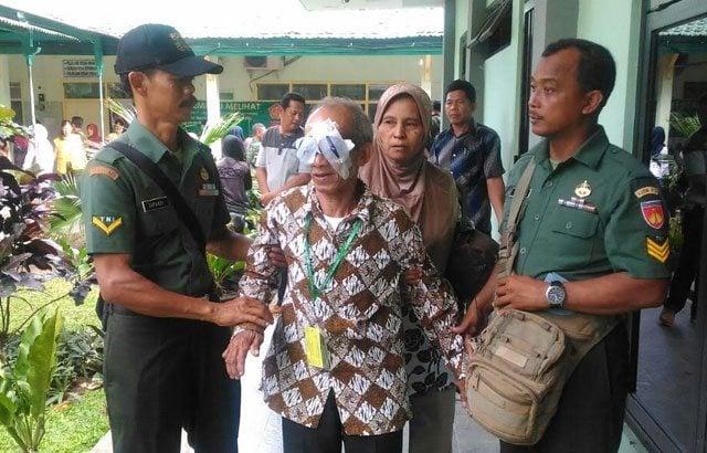TNI Gelar Operasi Katarak Gratis di Desa Sendangsari