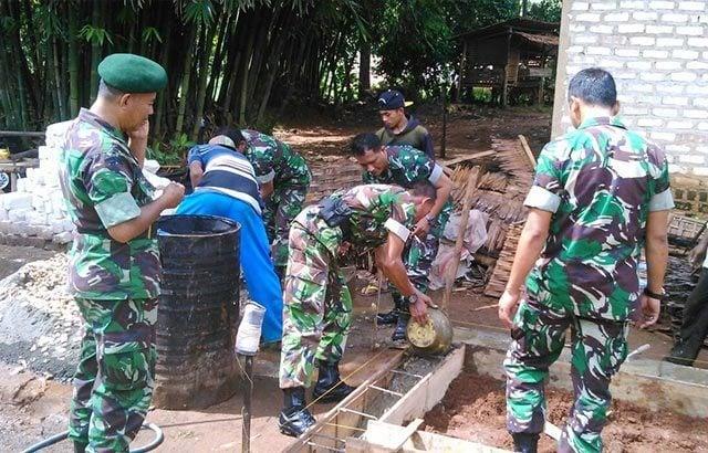 Sentuhan TNI Kebut Perbaikan RTLH Veteran RI di Bangkalan