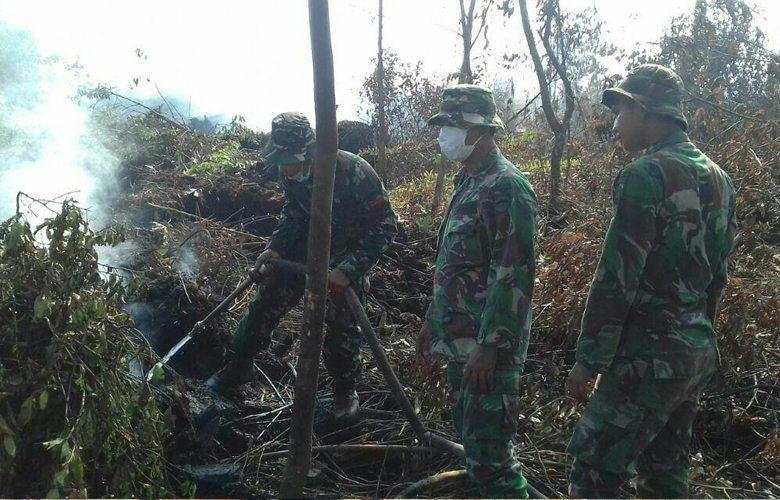 Tim Patroli Karhutla Yonif 132/Bima Sakti Tangkap Pelaku Pembakar Lahan