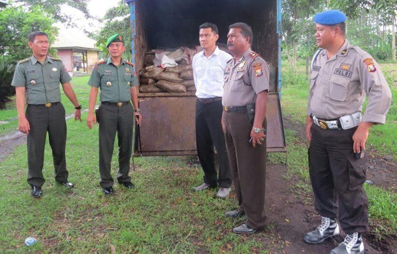 Kodim Serahkan 318 Karung Barang Bukti Illegal Mining Ke Polres Halut