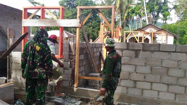 TNI Rebab RLTH untuk Warga