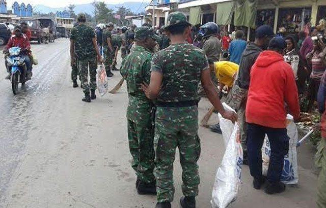 TNI dan Masyarakat Gelar Karya Bakti di Wamena