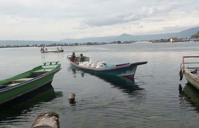 Angkut Material TMMD Ke-97 Gunakan Perahu Nelayan