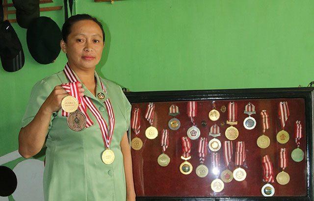 Neneng Rosita , Ibu Persit Jagonya Tenis Lapangan