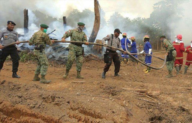 TNI dan Polri Gelar Latihan Simulasi Pemadaman Kebakaran Hutan