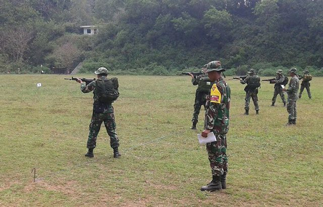 Prajurit 511/DY Tak Kenal Lelah Terus Belatih Menembak