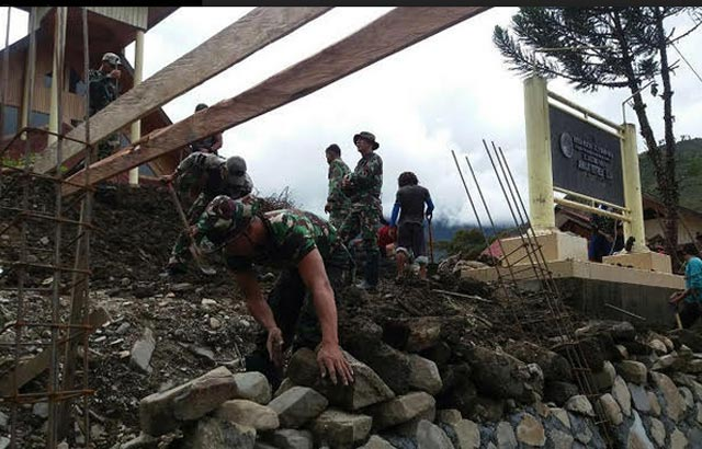Pagar Kayu Gereja di Mulia-Papua, kini menjadi Beton