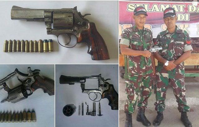 Warga Serahkan Senjata Api Secara Sukarela pada TNI