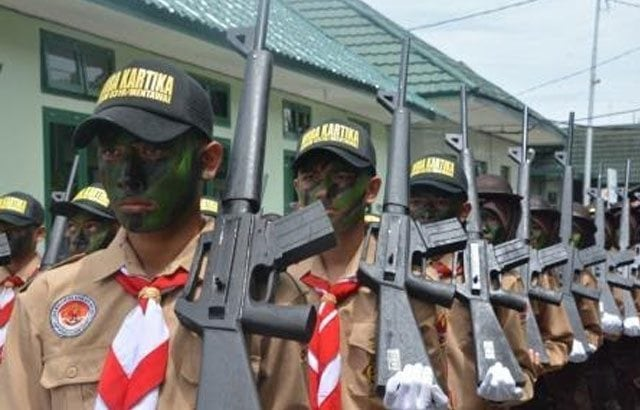 4.-Siswa-SLTA-Se-Sumatera-Barat-Menggunakan-Senjata-Berkumpul-Di-Makorem-032-Wbr