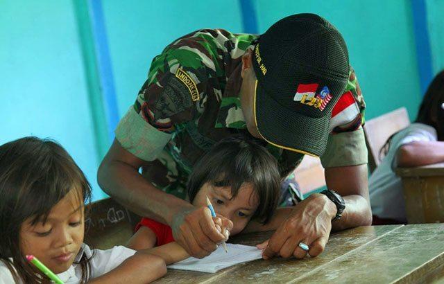 4.Kapendam-XII-Tpr;-TNI-Ikut-Mencerdaskan-Anak-Bangsa