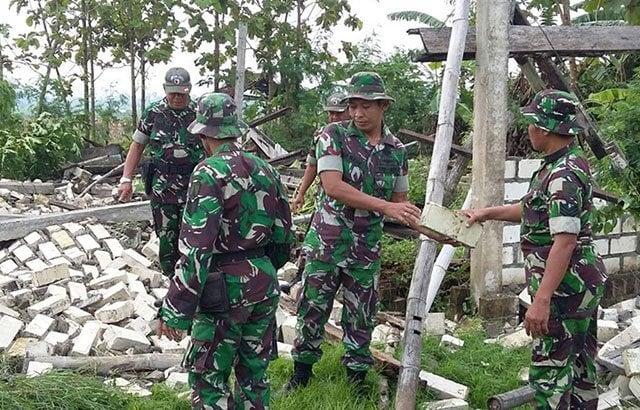 Peduli Bencana, TNI Bantu Warga Korban Puting Beliung
