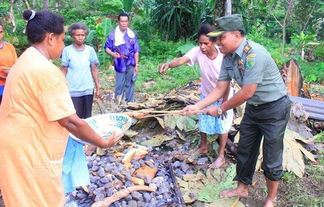 Dandim Yawa Sosialisasikan Pilkada Di Kampung Kaonda