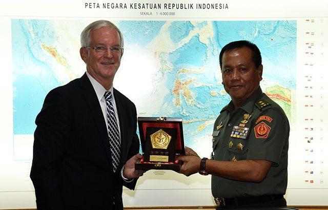 Mantan Komandan Komando AS Berkunjung ke Mabes TNI