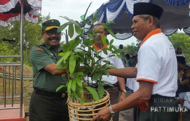 6.-Kodam-Serahkan-400-Anakan-Pohon,-Sukseskan-Launching-Penanaman-Pohon-Di-Kampus-IAIN