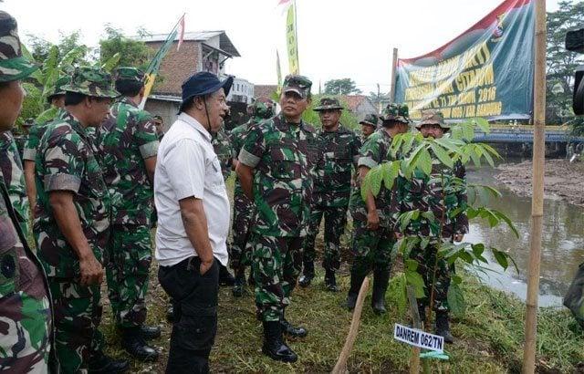 Pangdam III/Slw Tinjau Lokasi Karya Bakti Di Sungai Citarum